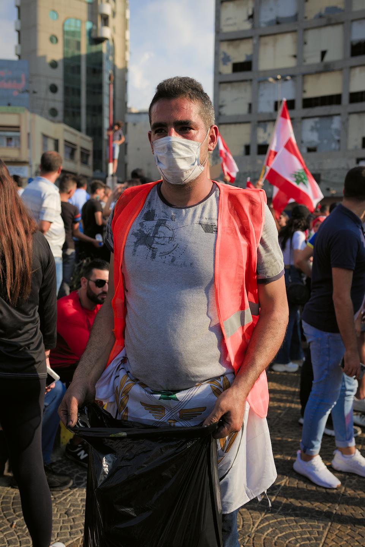 Des équipes de volontaires très organisées maintiennent la place propre, et s'assurent qu'il n'y ait pas de problème. [Tripoli, 19/10/2019]